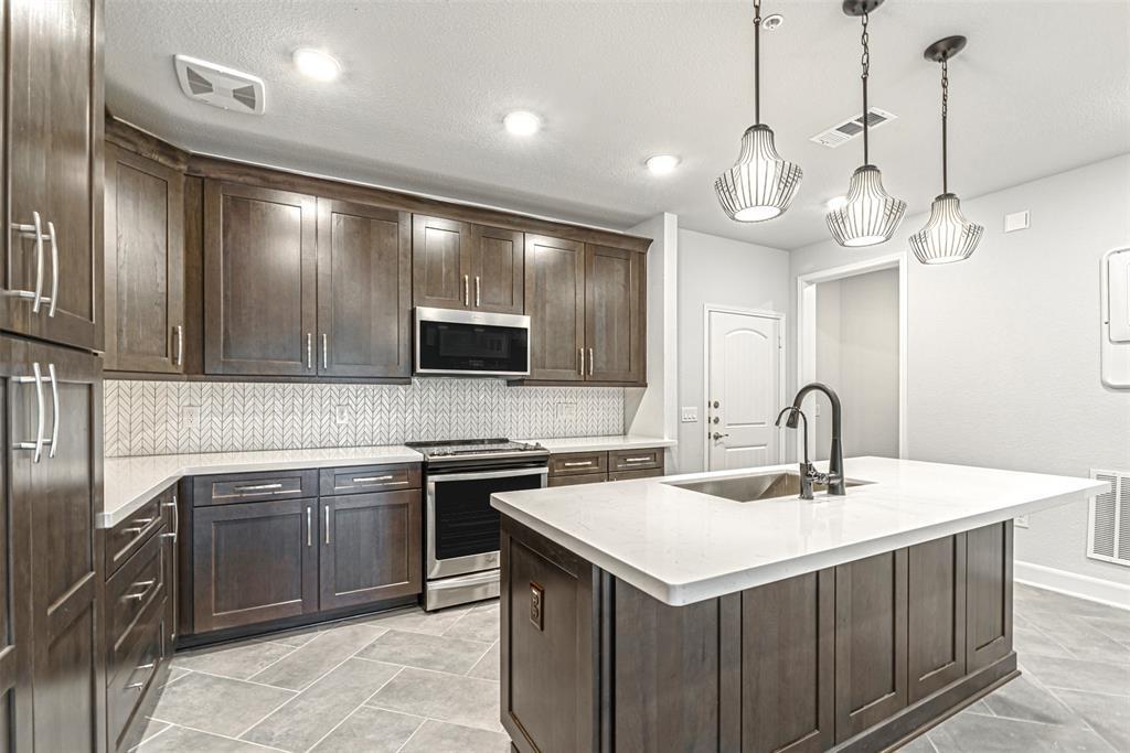 6804 1 Westview Drive, Houston, Texas 77055, 2 Bedrooms Bedrooms, 5 Rooms Rooms,2 BathroomsBathrooms,Townhouse/condo,For Sale,Westview,57659478