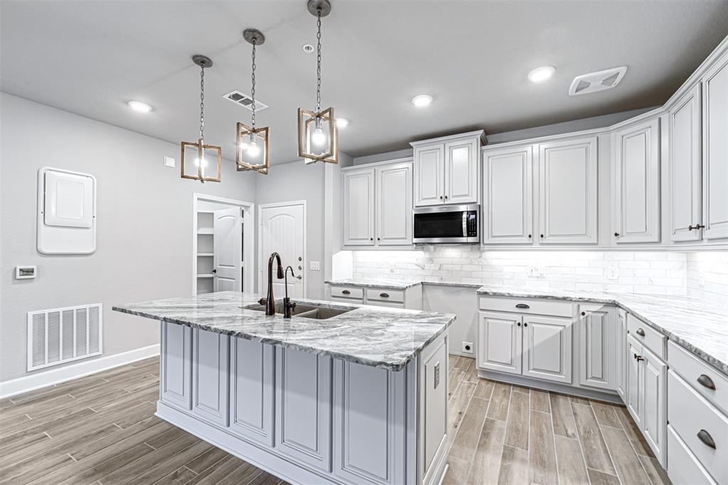 6804 1 Westview Drive, Houston, Texas 77055, 2 Bedrooms Bedrooms, 5 Rooms Rooms,2 BathroomsBathrooms,Townhouse/condo,For Sale,Westview,98881410