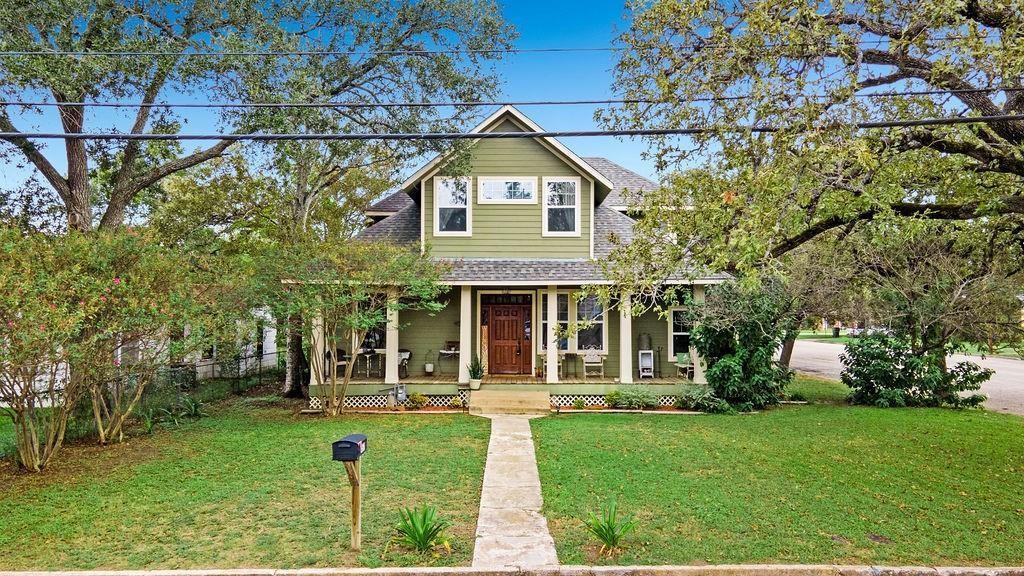 487 E Brenham Street, Giddings, TX 78942