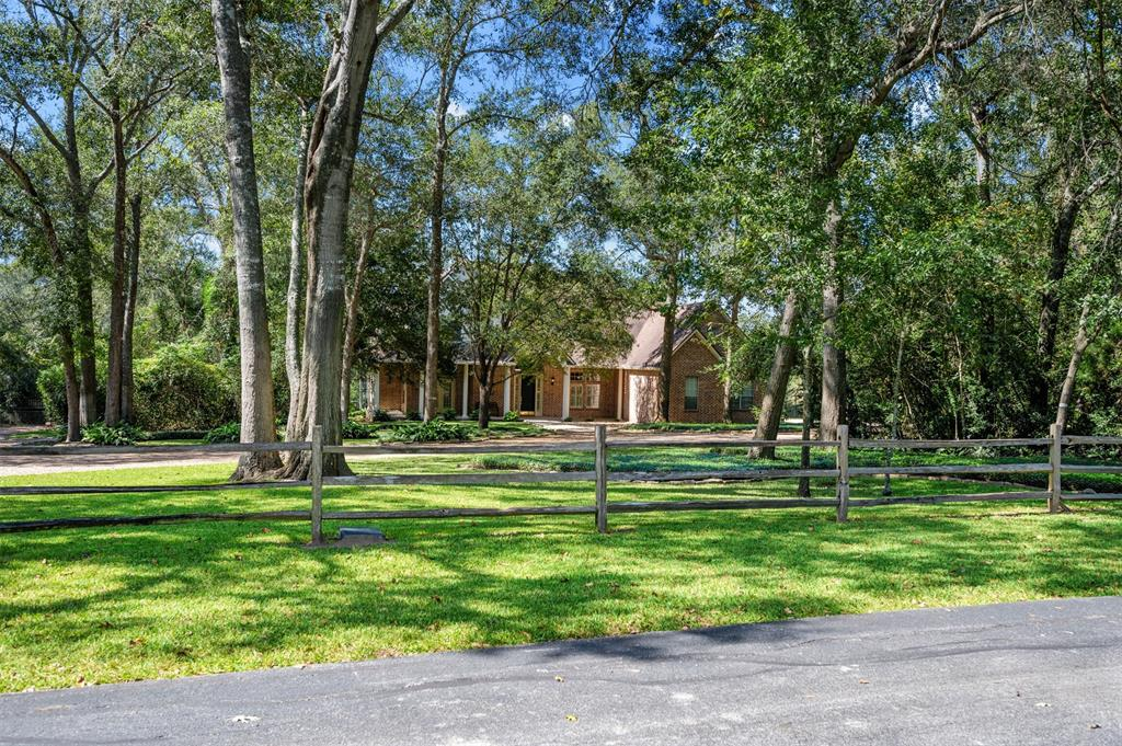 213 Heritage Trail, Bellville, TX 77418