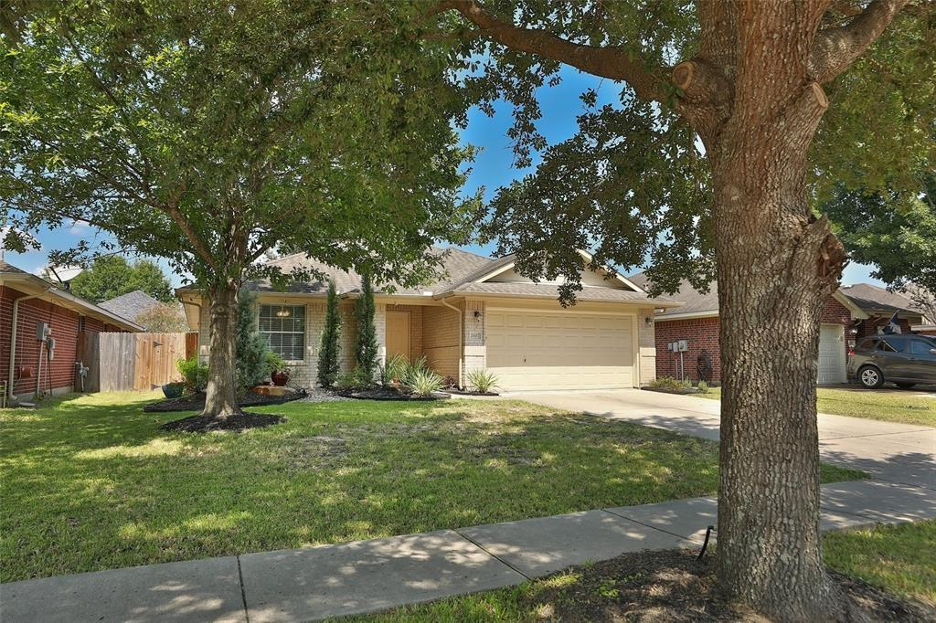 Single story home in Imperial Oaks! Huge kitchen with an abundance of counter and cabinet space and gas cooktop. Study with french doors in breakfast room! Home features a formal dining space and separate breakfast area. Primary suite with large en-suite bath features double sinks, garden tub and walk-in shower. This is a great flowing floorplan you can really live in. Neighborhood has many many amenities that you can find in the attachments.