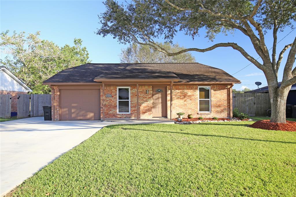 5211 3rd Street, Danbury, TX 77534