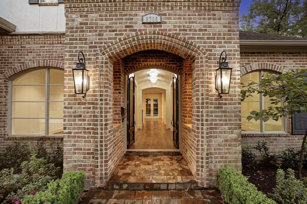 8706 Lupton Lane, Spring Valley Village, TX 77055