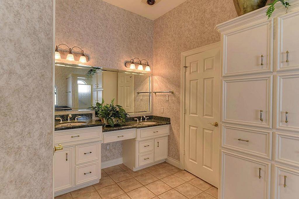 Lake View Circle Montgomery TX HARcom - High low bathroom vanity