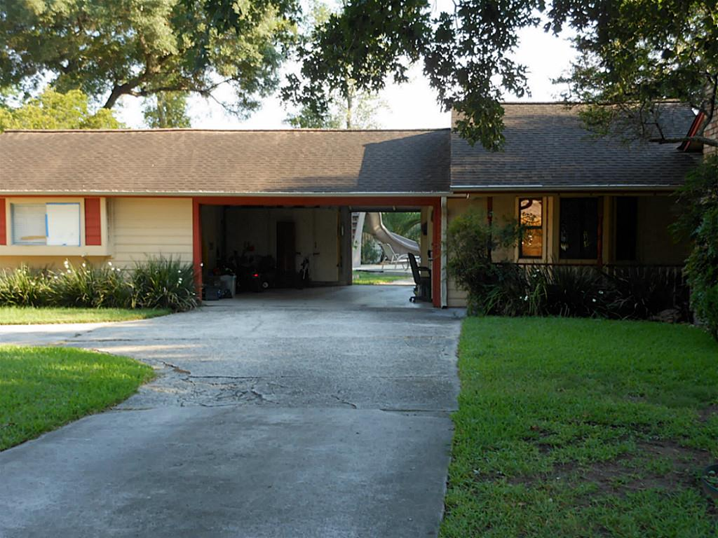 1111 chateau woods parkway dr conroe tx 77385 2 car garage with front garage and back door rubansaba