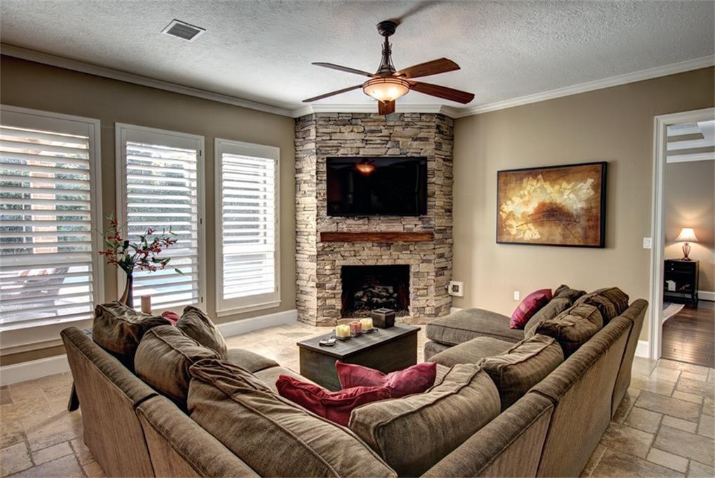 27 Wood Cove, The Woodlands, 77381   Greenwood King Properties