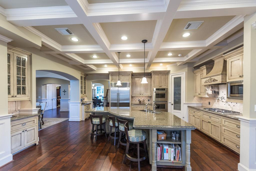 the kitchen boasts a 12 foot breakfast bar island stainless appliances 5 burner thermador gas cook top 42   sub zero thermador double electric convection     4106 irish ivy ct spring tx 77386  rh   har com