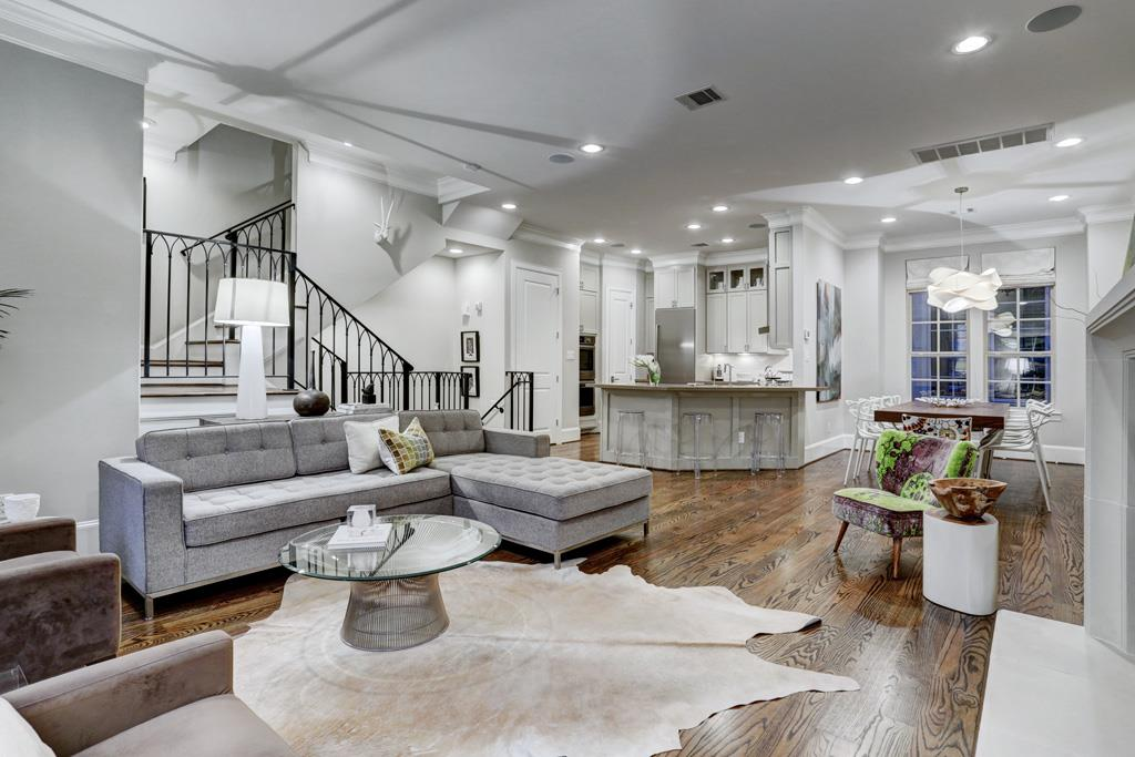 Entertain At Home Or Walk To Boutiques And Restaurants In The River Oaks District