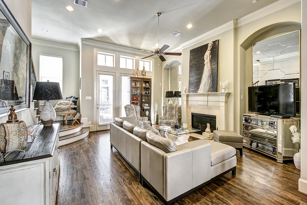707 Live Oak Street Houston Tx 77003 Living Room With 12 Ft Ceiling Hardwood Floors