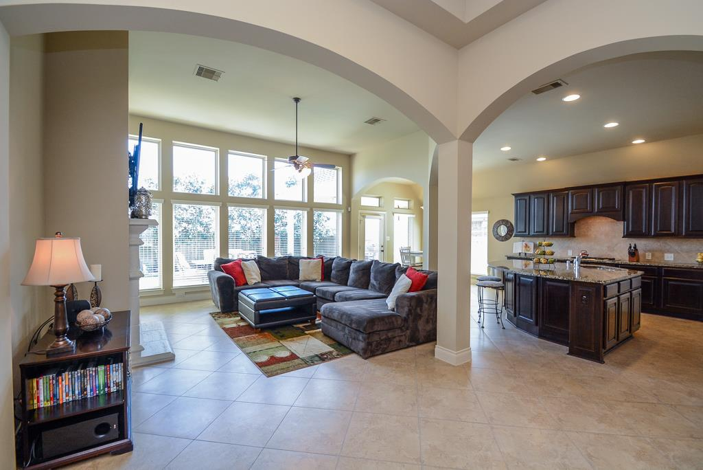 12 foot ceilings living room 28911 davenport drive katy tx 77494 19062
